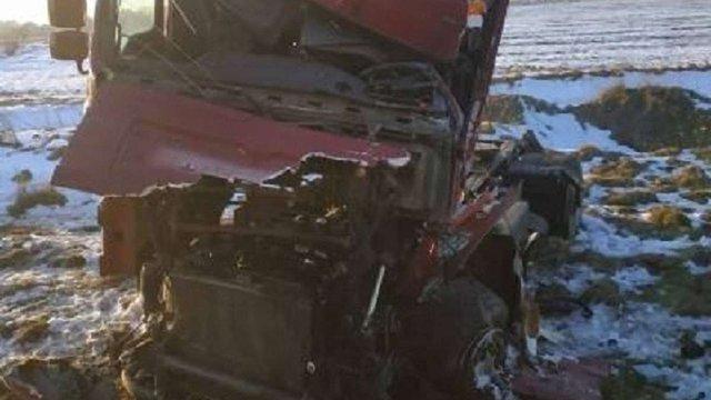 На Івано-Франківщині пасажирський поїзд протаранив вантажівку