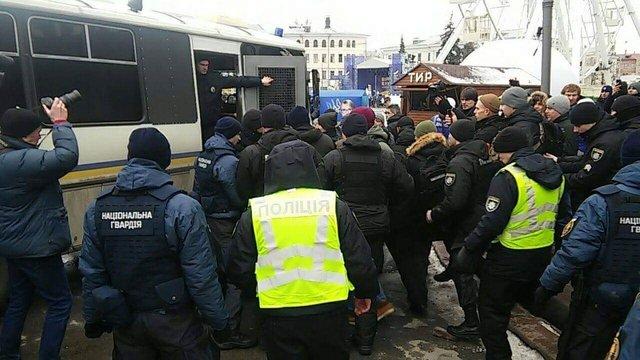У Києві виникла масова сутичка з поліцією після затримання активістів руху «С14»