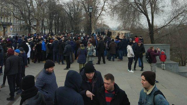В Одесі невідомі за гроші зібрали людей на мітинг за неіснуючого кандидата