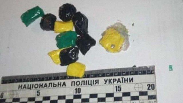 У Львові на вул. Личаківській патрульні затримали двох розповсюджувачів наркотиків