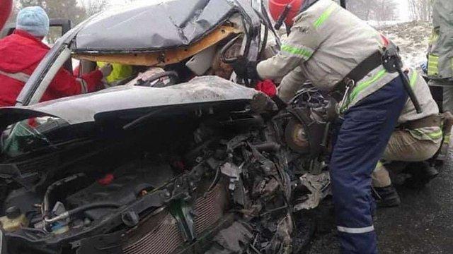 Після зіткнення з вантажівкою на Сколівщині загинув 47-річний водій легковика