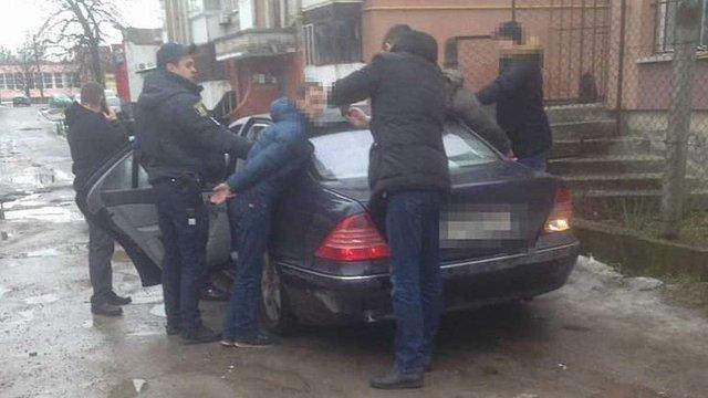 Поліція затримала у Львові рецидивістів, які обкрадали автівки за допомогою сканера