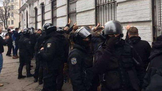 ДБР оголосило підозру поліцейському в побитті активіста у Києві
