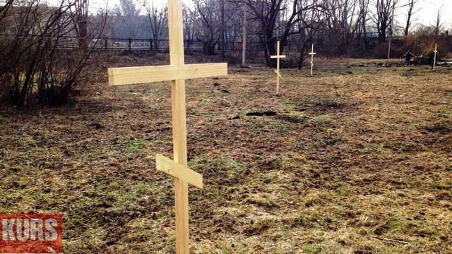 В Івано-Франківську встановили 15 хрестів, щоб зберегти ділянку від забудови