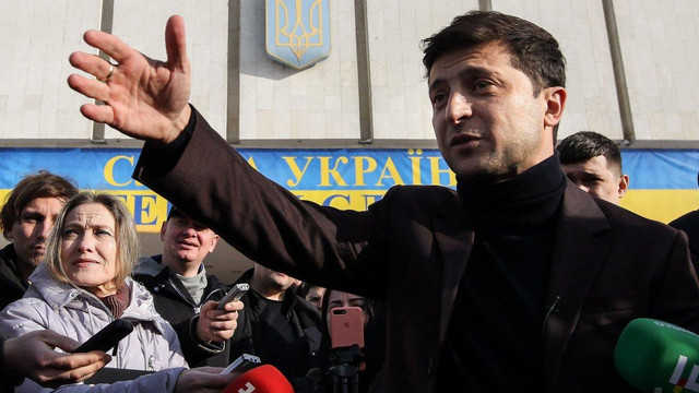 Зеленський у другому турі перемагає Порошенка і Тимошенко, – опитування