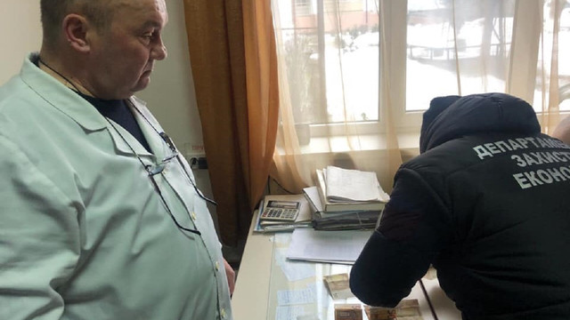 На Закарпатті завідувач реанімаційного відділення вимагав гроші від родичів пацієнтки