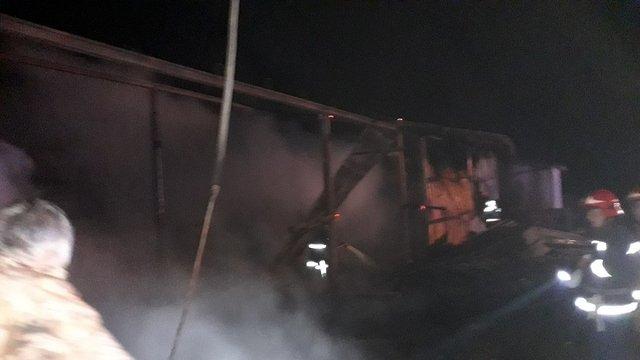 У Сокальському районі виникла пожежа в цеху з тирсоблоками