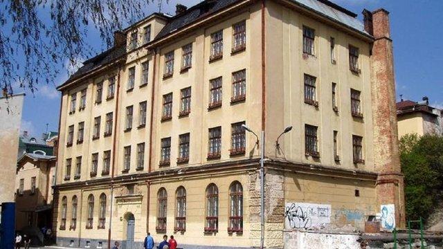 Колишню школу-інтернат у центрі Львова продали за 35,1 млн грн невідомому покупцю
