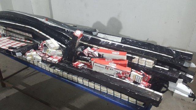 Львів'янин приховав у подвійній стелі буса понад 2 тис. контрабандних сигарет