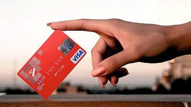 В Україні з'явиться функція оплати «чайових» банківською карткою