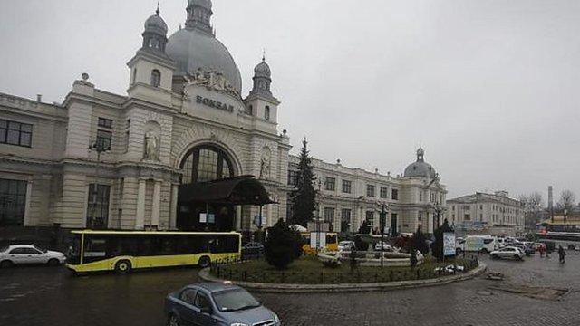 З 1 березня біля головного залізничного вокзалу у Львові обмежено рух транспорту