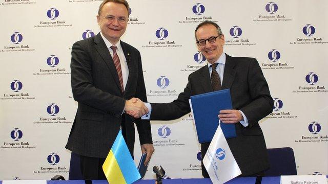 Мер Львова підписав договір з ЄБРР на закупівлю 50 нових тролейбусів