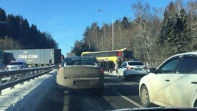 Під Москвою автобус з українцями зіткнувся з вантажівкою