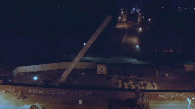 У Львові знесли 30-метрову стелу Монумента слави