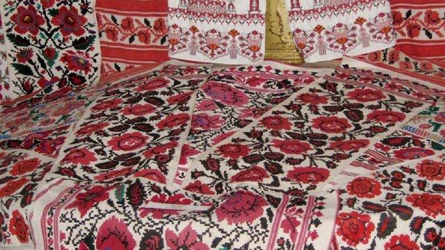 Віктор Ющенко став власником найбільшої у світі колекції вишиваних рушників