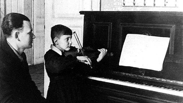 Родина Володимира Івасюка оприлюднила маловідомі фото композитора