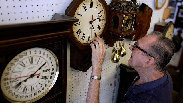 Європарламент вирішив відтермінувати відмову від переведення годинників
