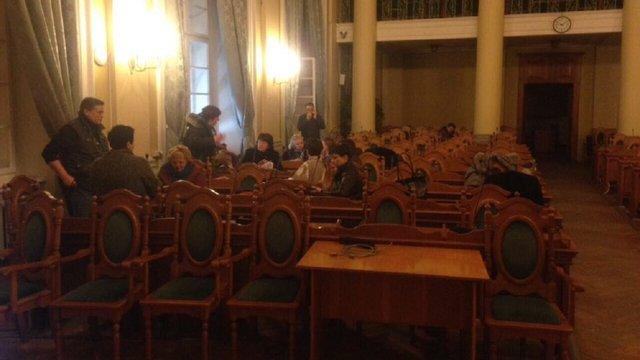 Стоматологи, які відмовляються реформуватися, захопили сесійну залу Львівської міськради