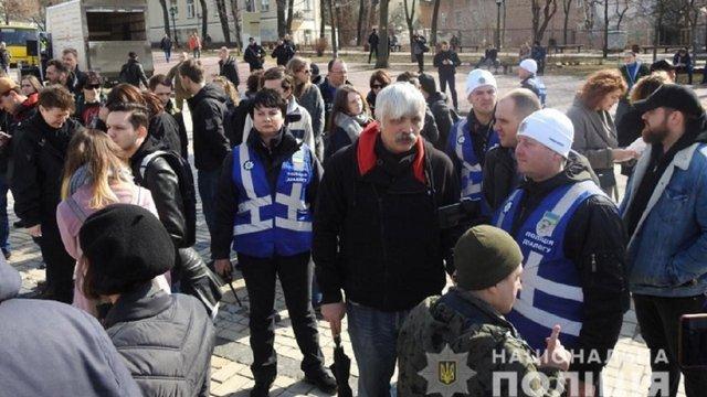 В Києві і Харкові поліція захищала жіночі марші від праворадикальних чоловіків