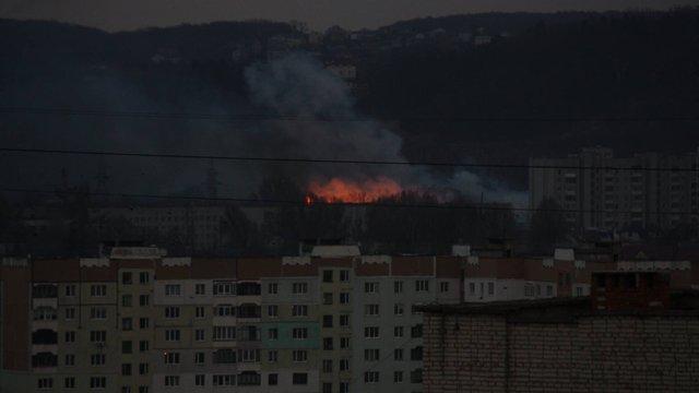 Внаслідок підпалу трави у львівському парку «Знесіння»виникла пожежа