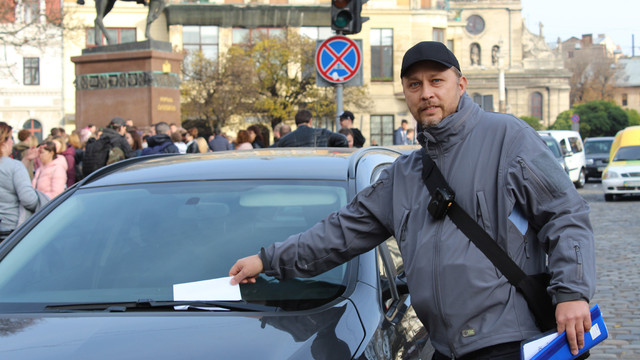 Львівські депутати погодили збільшення кількості інспекторів з паркування у шість разів