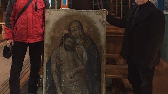 Колекціонер повернув вкрадену з сільської церкви на Львівщині ікону XVII ст.