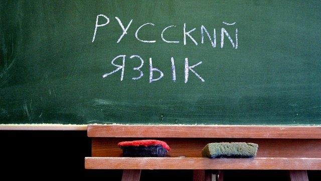 В Україні значно зменшилась частка охочих вивчати в школі російську мову на рівні з українською