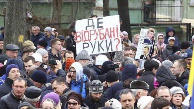 В Києві на мітингу Порошенка пошарпалися його прихильники і противники