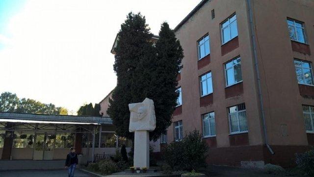 Після скандалу з булінгом 12-річного учня львівського ліцею перевели в іншу школу