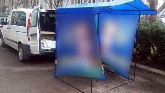 На Івано-Франківщині чоловік побив агітатора через намет на дорозі