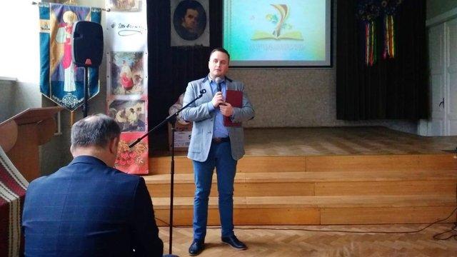 Назар Холодницький у робочий час прилетів до Львова привітати свою вчительку