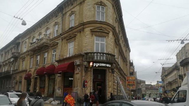 Львівська мерія вимагає у власника аптеки «Під святим Миколаєм» повернути автентичні меблі
