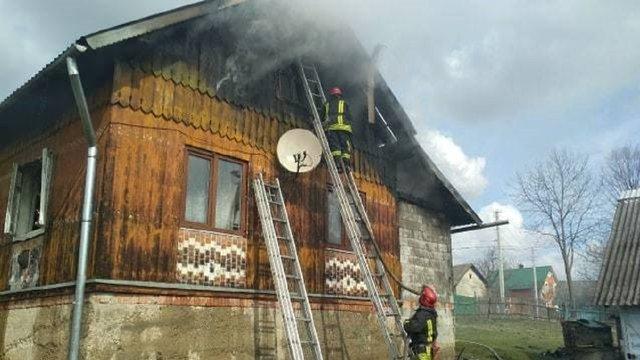 Унаслідок пожежі в будинку на Самбірщині власника госпіталізували у важкому стані