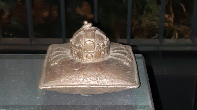Генконсульство Угорщини в Ужгороді самовільно встановило пам'ятник короні Іштвана