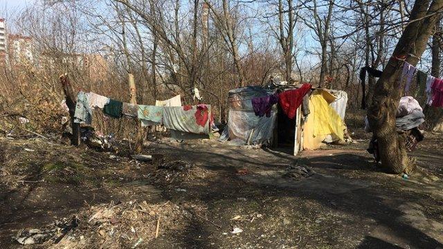 В Івано-Франківську невідомі підпалили табір ромів