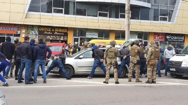 Поліція відмовляється коментувати спецоперацію на Сихові