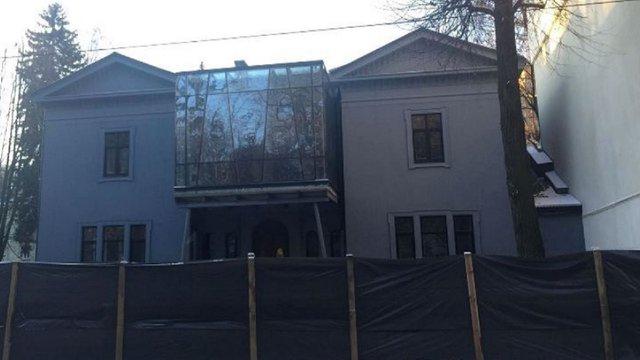 Власницю вілли Бачевського оштрафували на 170 тис. грн за скляну надбудову