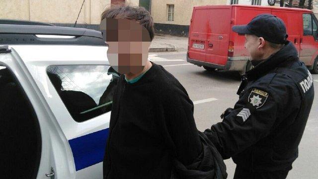 У Львові охорона банку затримала чоловіка з підробленим паспортом