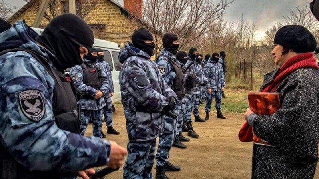 Російські окупанти повідомили про затримання 20 татар у Криму