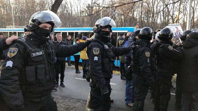 «Національні дружини» побилися з поліцією перед мітингом на підтримку Порошенка у Вінниці