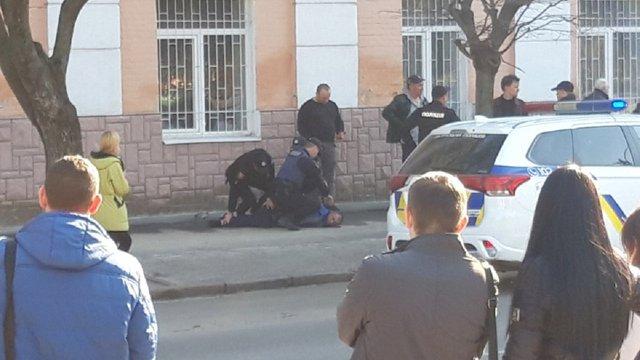 У Полтаві чоловік влаштував стрілянину в центрі міста після конфлікту в маршрутці