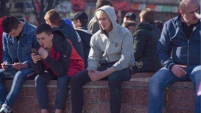 МВС стверджує, що групи невідомих перебувають біля ЦВК цілком законно