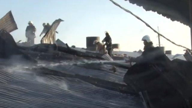 Унаслідок пожежі на приватному підприємстві в Давидові згорів дах складу