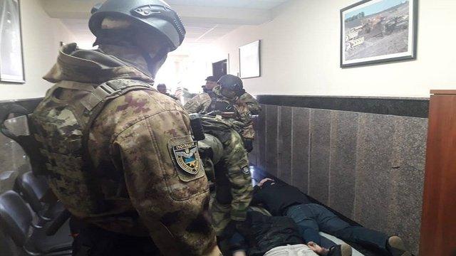 В Одесі озброєні чоловіки напали на офіс Служби автодоріг