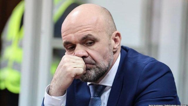Суд зобов'язав Владислава Мангера носити електронний браслет