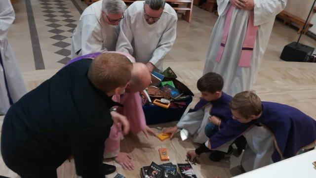 Польська поліція оштрафувала священика за спалення книжок про Гаррі Поттера