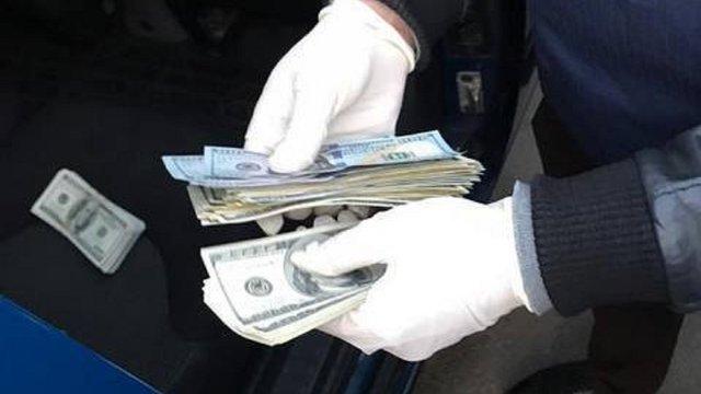 Високопоставленого чиновника Держгеокадастру затримали на хабарі в Луцьку