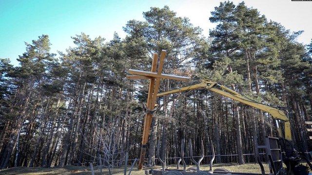 У Білорусі знесли хрести пам'яті на місці масових розстрілів в часи сталінських репресій