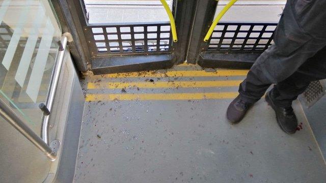 У Львові спійманий на гарячому злодій розбив вікно в  автобусі