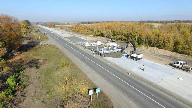 На Полтавщині відкрили для руху ділянку першої в країні бетонної дороги